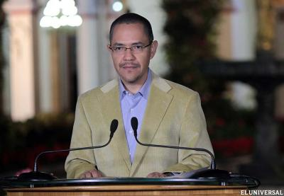The minister for communication, Ernesto Villegas, read out the statement late last night (El Universal).