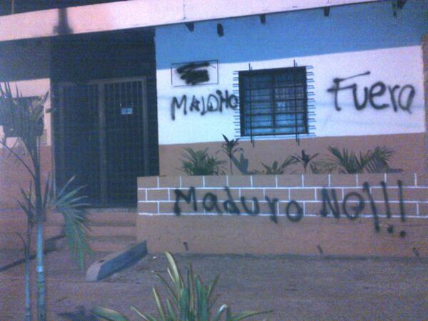 """A government health clinic in the state of Miranda that was vandalized by opposition groups. The message says """"D---head, out. No to Maduro!!!"""""""