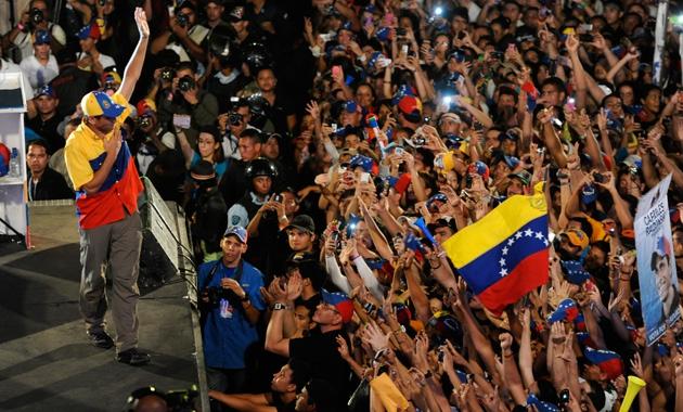 Capriles and supporters (Leo Ramirez / AFP)