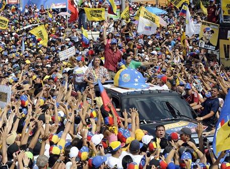 Capriles entering his centerpiece campaign event in Caracas on Sunday (El Universo)