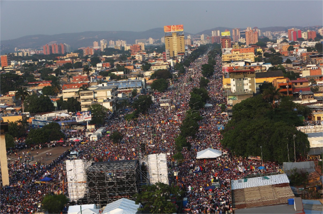 Henrique Capriles held a large final rally in Barquisimeto (Ultimas Noticias / agencies)