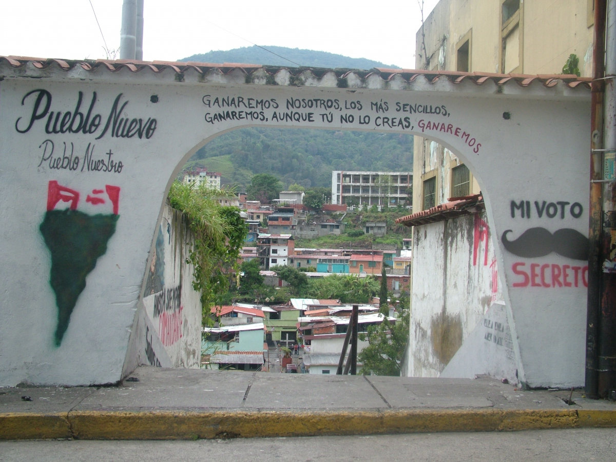 """The most simple of us, we will win"", activists painted above this barrio entrance in Merida (Tamara Pearson/ Venezuelanalysis.com)"