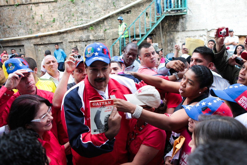 Nicolas Maduro on a recent visit to the barrio Petare in Caracas (Prensa Miraflores)