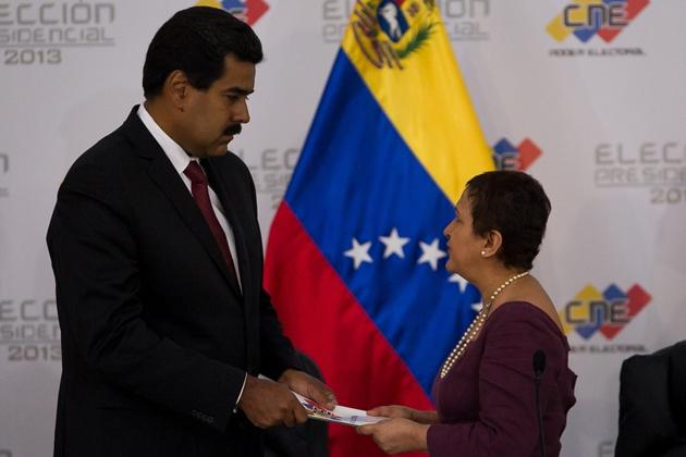 Nicolas Maduro and president of the CNE, Tibisay Lucena (AM Noticias360)