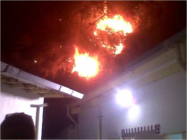 Flames from a fire started at a CDI in Palo Verde, Miranda after opposition groups threw molotov cocktails at the building.