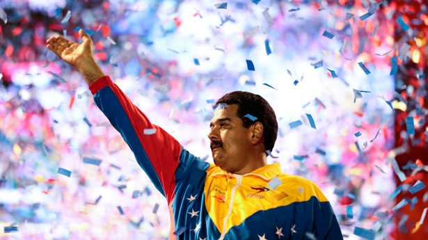 Nicolas Maduro waves to supporters at a campaign rally, April 6, 2013 (agencies).