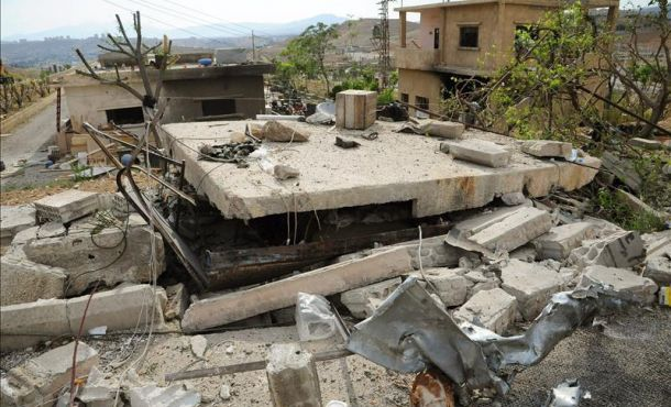 A handout photograph released by Syrian Arab News Agency (SANA) shows the rubble of a damaged building after an Israeli airstrike at Al-Hama area Rural Damascus, Syria, 5 May 2013 (SANA)