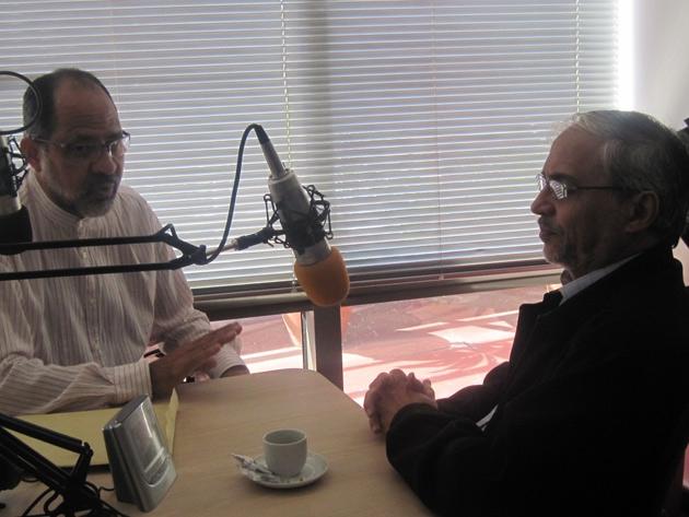 Leopoldo Puchi, right, talking to Noticias 24 last year (Luissana Cardenas/Noticias 24)