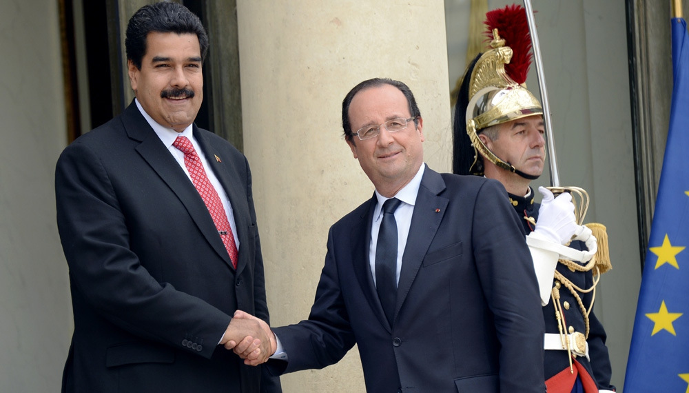 Venezuelan President Nicolas Maduro with France's Francois Hollande (AFP)