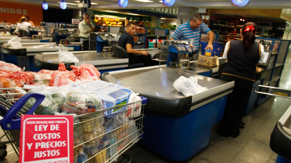Venezuelan President Nicolas Maduro ordered the suspension on Saturday of a program that called for the rationing of basic products in Zulia state (Vision Global)
