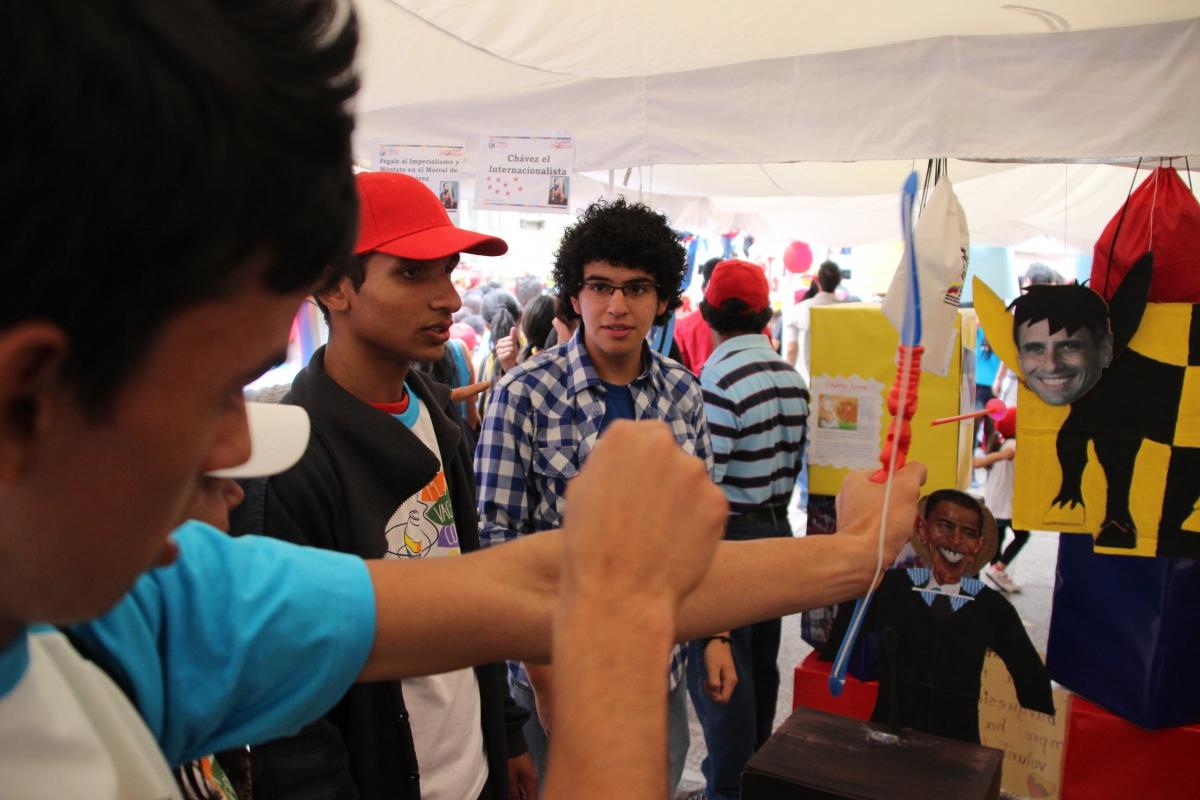 Collectives held stalls near the square. (Ryan Mallett-Outtrim/Venezuelanalysis)