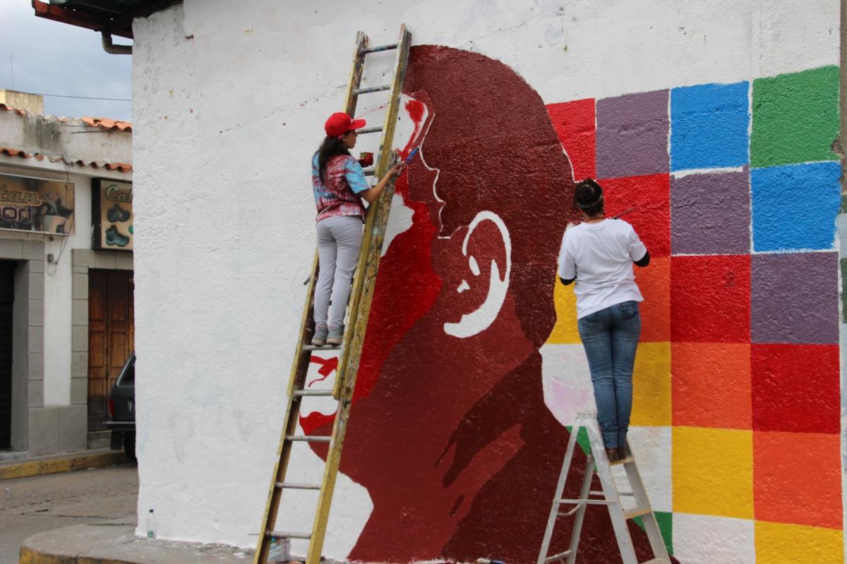Chavez in front of the indigenous flag. (Ryan Mallett-Outtrim/Venezuelanalysis)