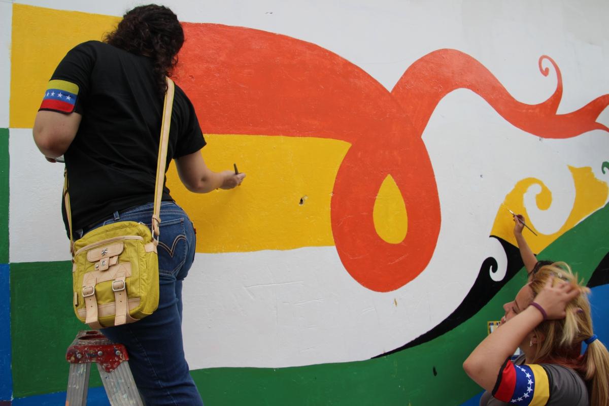 The mural at mid afternoon. (Ryan Mallett-Outtrim/Venezuelanalysis)