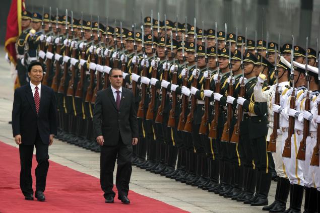 Arreaza (right) and Li (left) pledged to strengthen Sino-Venezuelan relations yesterday in Beijing (AP)