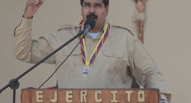 Venezuelan president Nicolas Maduro today ordered the expulsion of a top US diplomat and two other embassy officials for alleged conspiracy with the opposition. (AVN)
