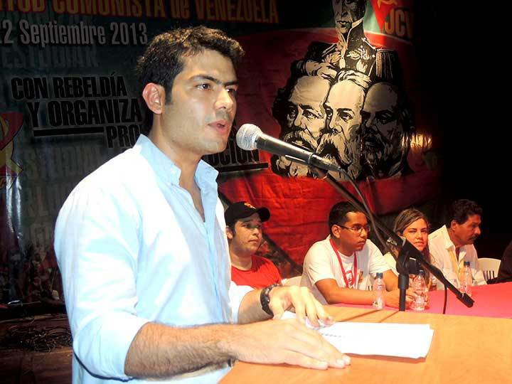 General Secretary of the communist youth, Hector Rodriguez, at the congress (PCV)
