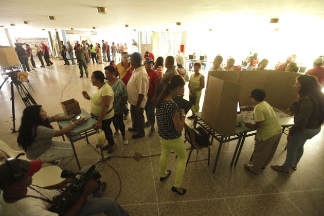 According to the CNE around 500,000 citizens across 421 voting centres participated in the simulation, which tested the functioning of the electronic voting system and the transmission and totalling of voting data. (AVN)