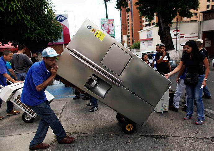 Buying a fridge in Venezuela (agencies)