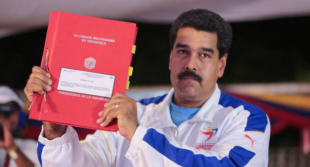 """President Nicolas Maduro yesterday passed two laws to """"reorder"""" the Venezuelan economy and combat the economic problems the country has been experiencing this year. (AVN)"""