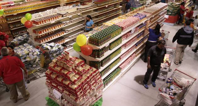"A Venezuelan supermarket. While certain products have been in short supply this year such as toilet paper, powdered milk and corn flour, shelves remain full and do not reflect the ""crisis"" that foreign media is reporting (agencies)"