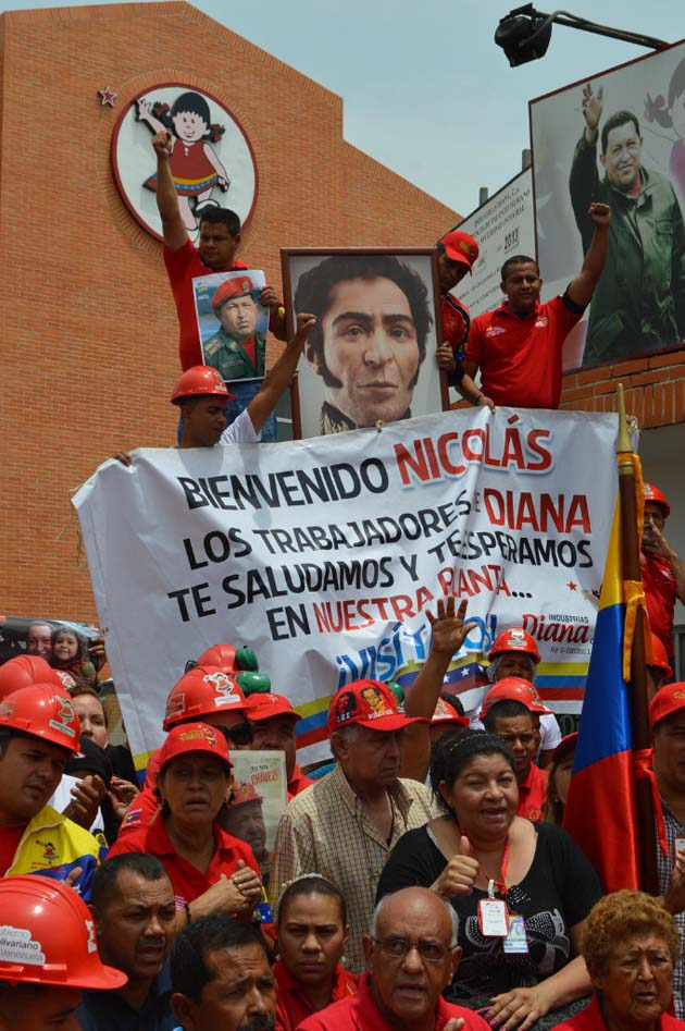 """Diana workers protesting the """"imposition"""" of businessman David Mendoza as the manager of Diana Industries last summer. The workers won a partial victory when President Nicolas Maduro overturned Mendoza's appointment and instead designated former army brigadier Dester Rodriguez, who said he would be open to working with mechanisms of worker control.  (Kervin García Mannillo / Noticias24 Carabobo)"""