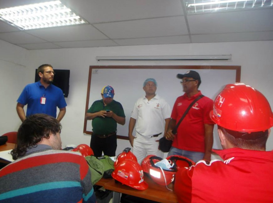 Diana workers gave a talk to members of the AVSN delegation explaining how worker control and production function in the factory. They also explained that Diana workers are building links with other food workers in ALBA and Mercosur member countries, and soon hope to able to export their produce. (Denis Sergeyevich Rogatyuk)