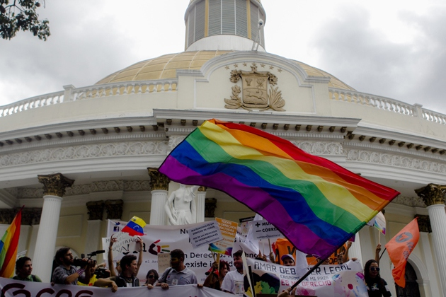 Venezuela's LGBT movement today gathered outside Venezuela's National Assembly to hand over a legal proposal for debate that would legalise same sex civil marriage in the South American country. (EFE)