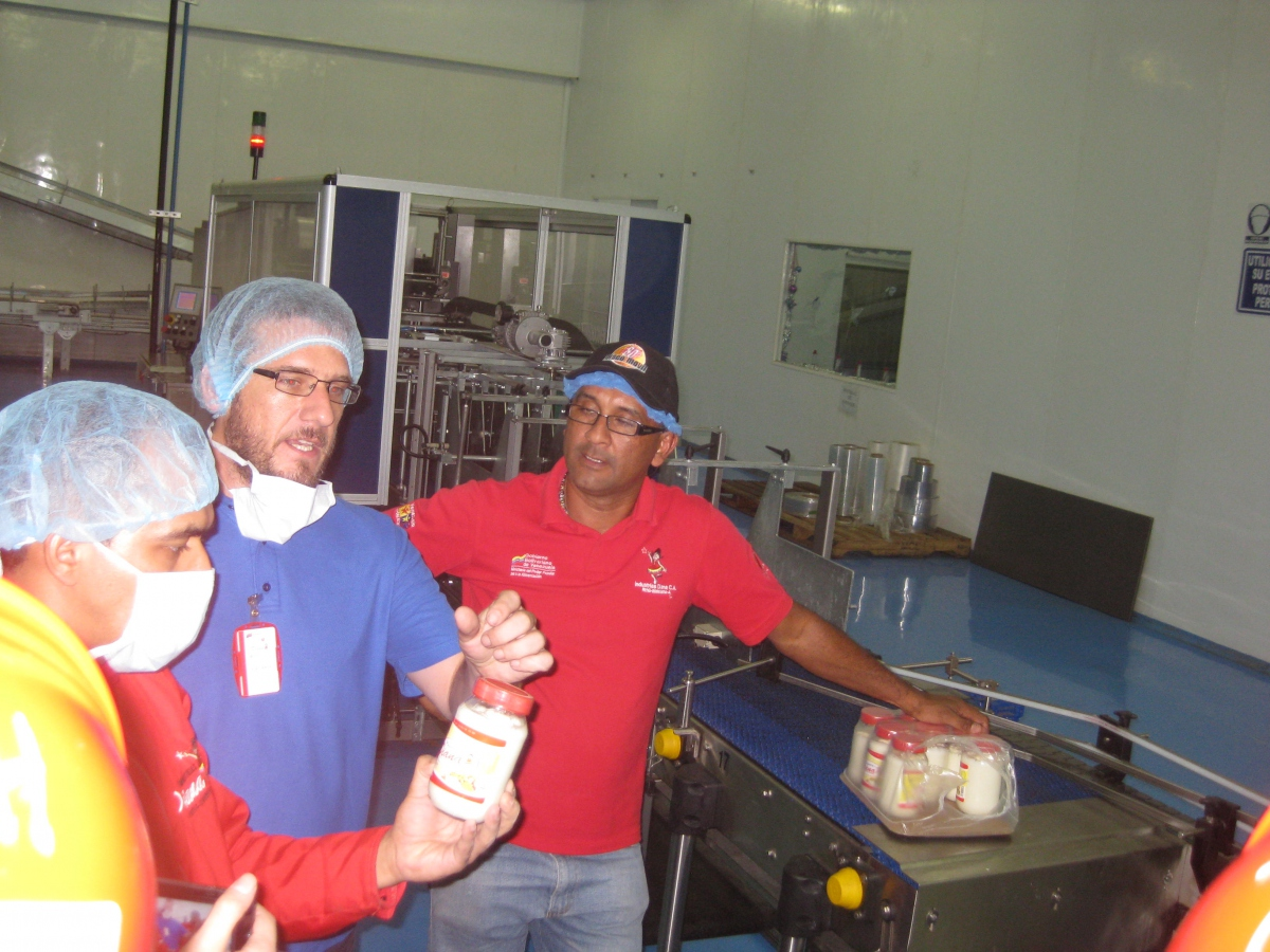 Diana workers giving a tour of factory production, in this case mayonnaise (Mario Bogunovic)