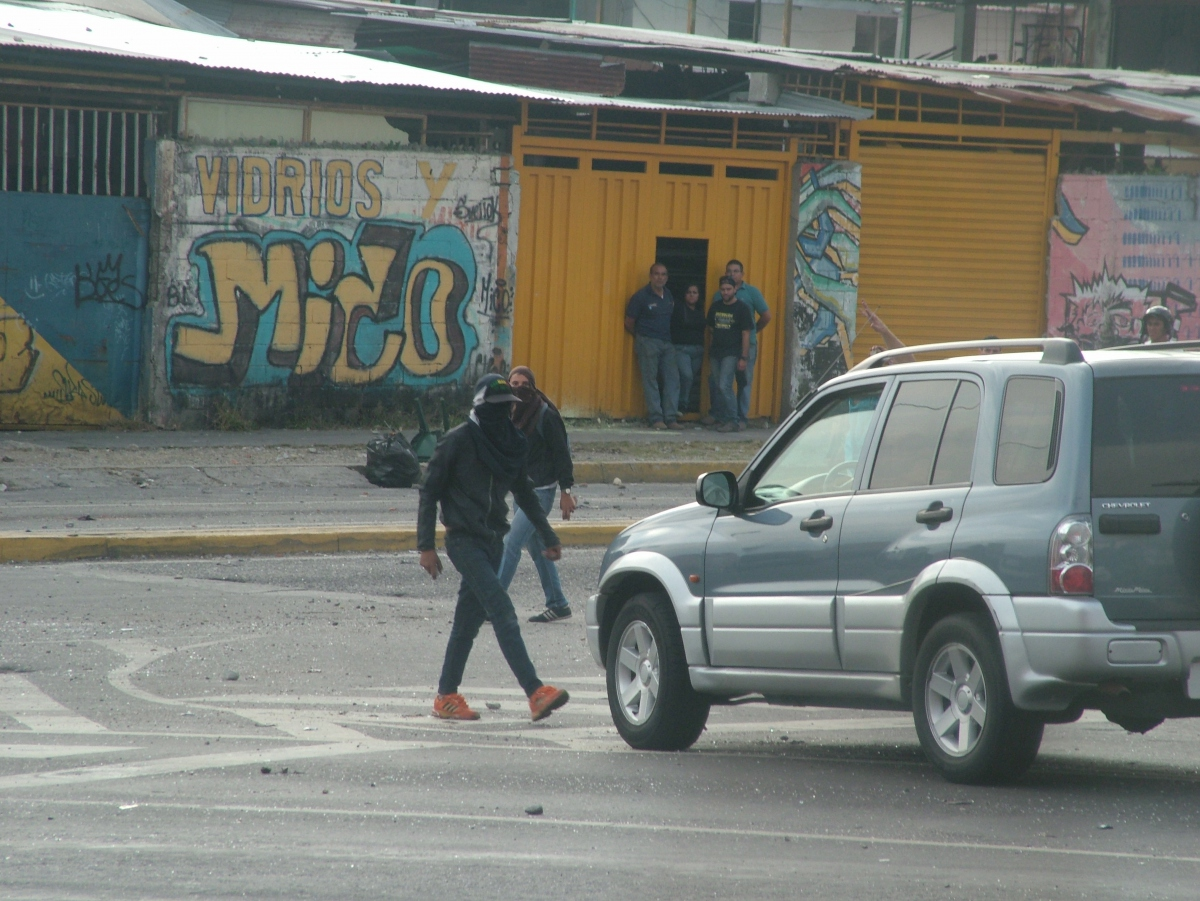 They also forced cars to turn around (Tamara Pearson / Venezuelanalysis.com)
