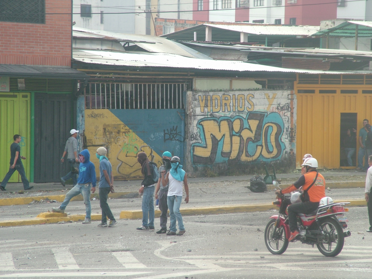 The protestors block one of Merida's key intersections. (Tamara Pearson / Venezuelanalysis.com)