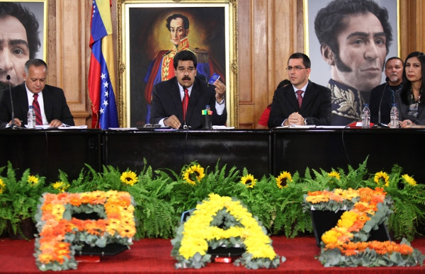 Maduro chaired the peace conference last night at Miraflores Palace. (Prensa Presidencial)
