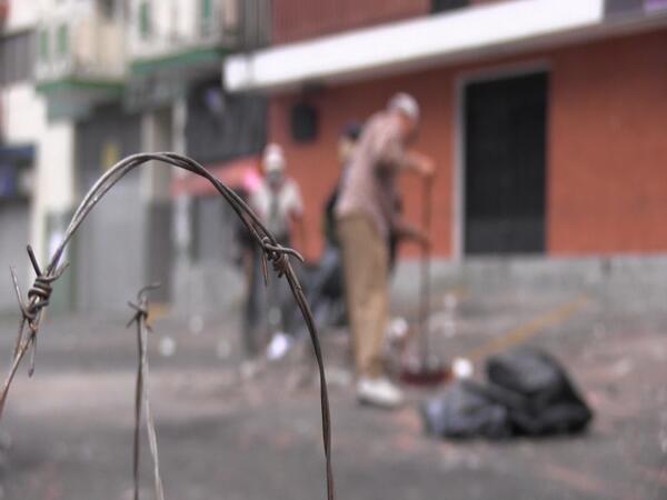 Volunteers cleaning the streets in Merida (TatuyTV)