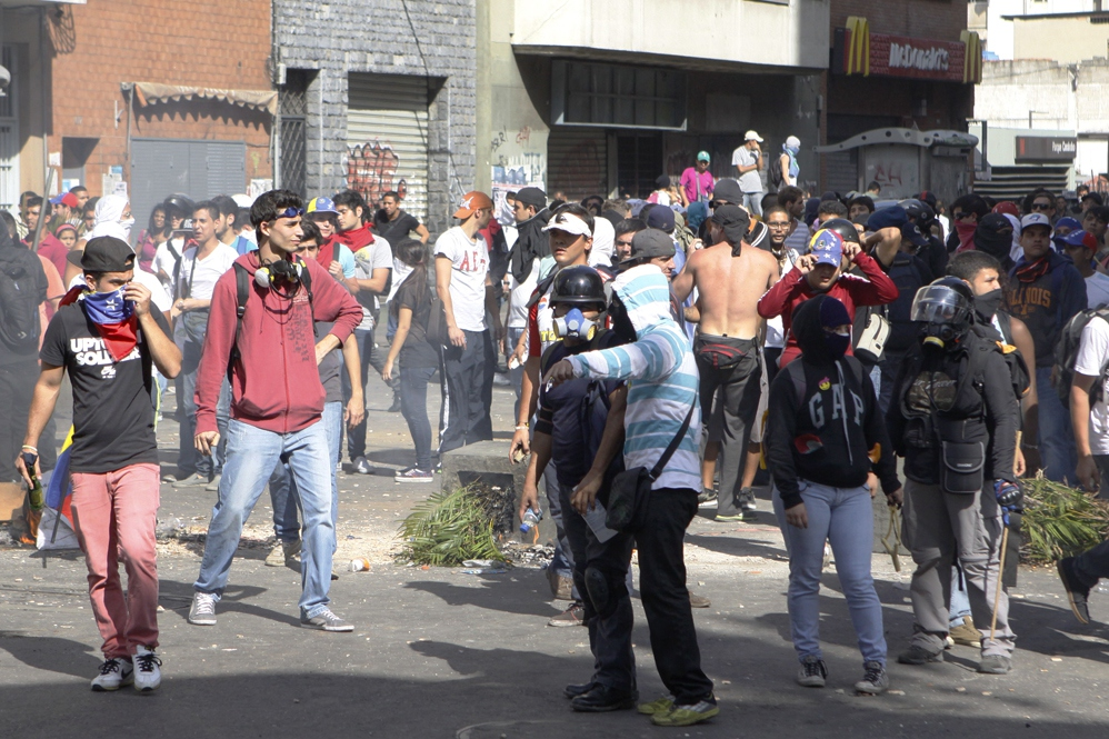 Venezuelanalysis.com's staff writers offer their concise insights on three different angles of the violent protests that have been occurring in the country. (AVN)