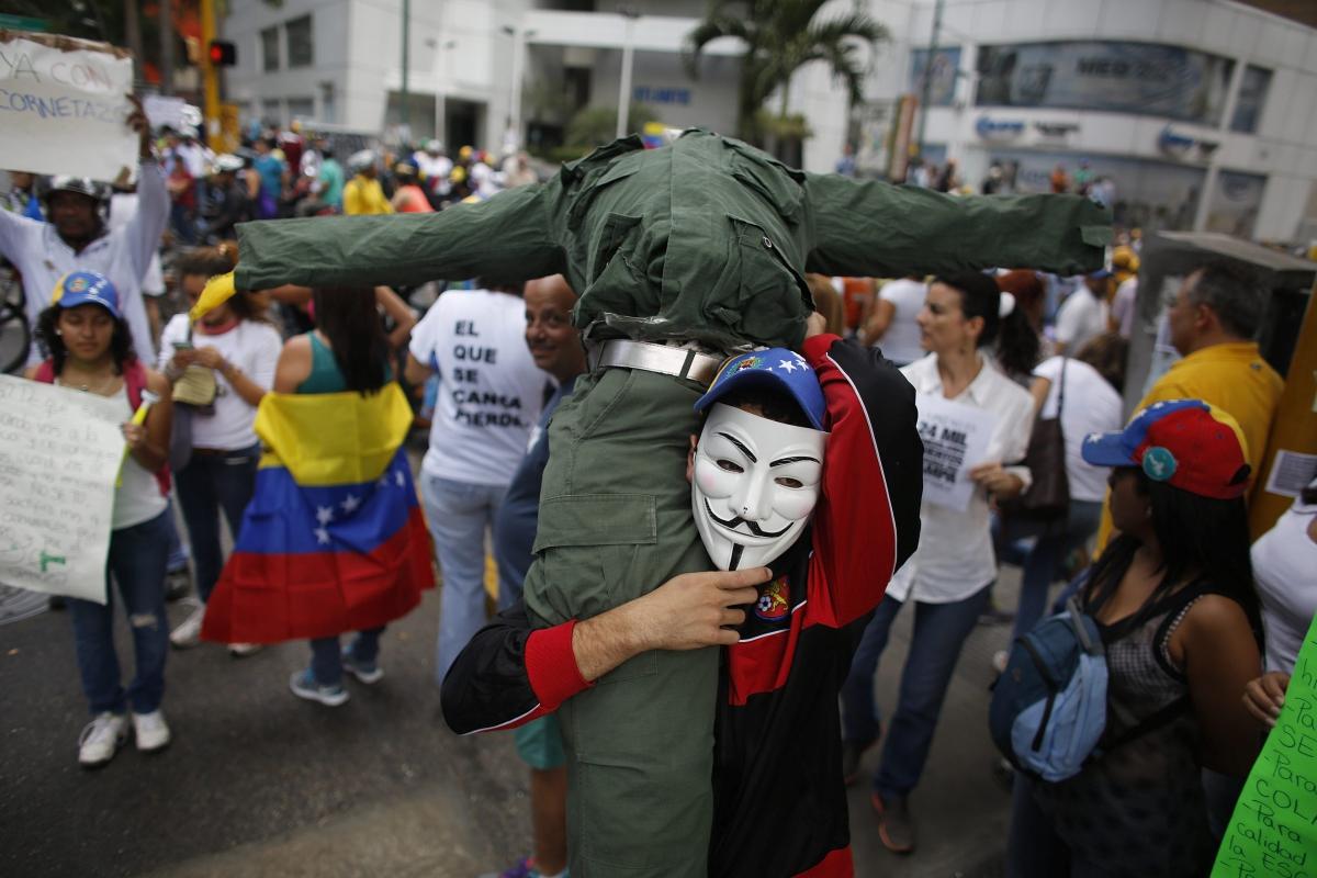 vendetta mask protester