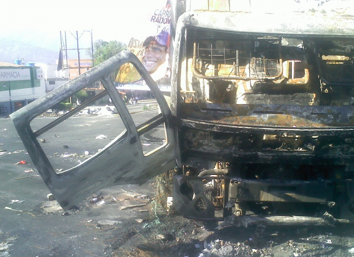 A truck burnt by violent opposition sectors in Merida, 19 March (Tamara Pearson /Venezuelanalysis.com)