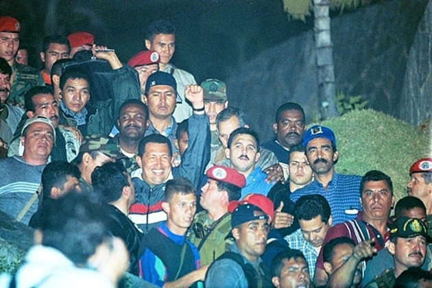 Hugo Chavez being returned to power on 13 April 2002 after a right-wing coup briefly overthrew him (AVN / archive)