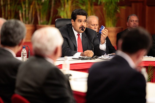 President Maduro addresses opposition representatives at the roundtable of the first peace talk in Miraflores presidential palace, on April 11th 2014. (Archive)