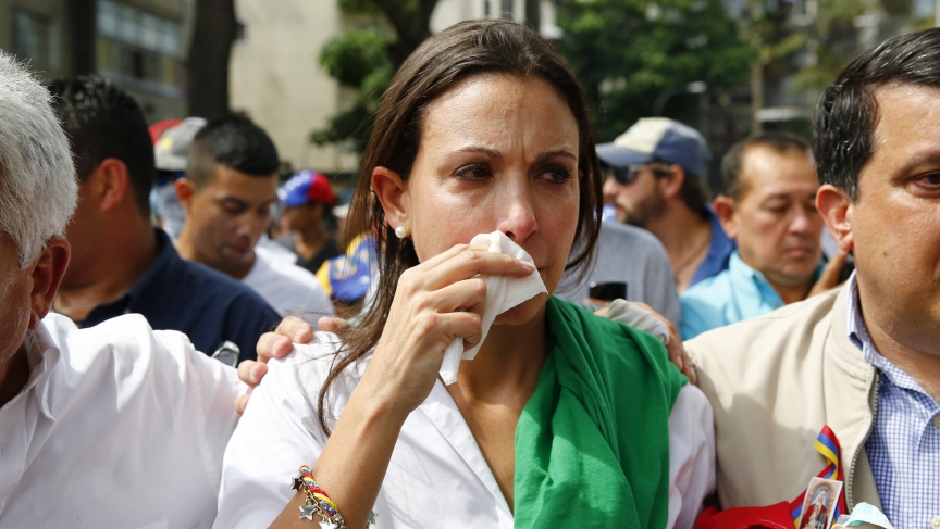 Venezuelan opposition leader Maria Corina Machado reacts after inhaling tear gas during a march meant to reinstate her as deputy of the National Assembly, after the Supreme Court ruled against her. Caracas April 1, 2014. (REUTERS/Jorge Silva)