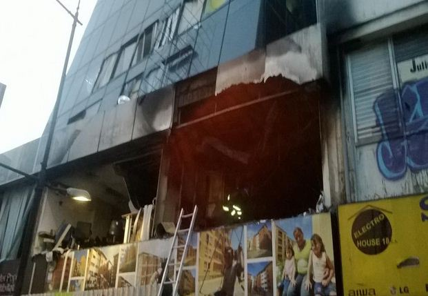 Damage to the exterior of the offices (Prensa Vicepresidencia)