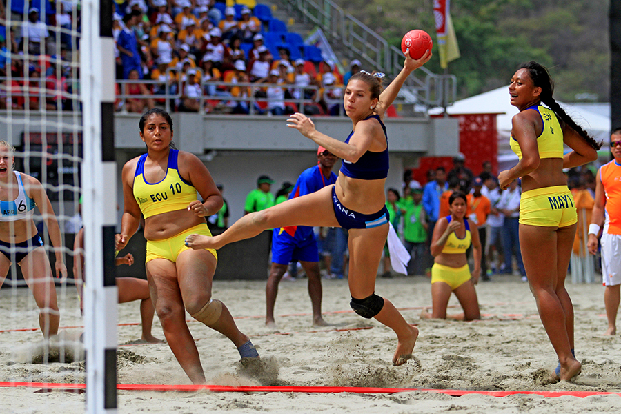 The beach handball event was one of the first to get underway (Vargas2014.org)