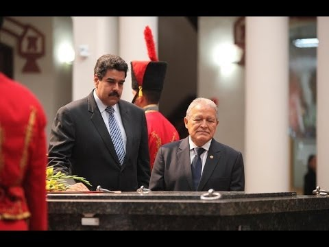 Nicolas Maduro and Salvador Sanchez Ceren visited Hugo Chavez's remains in Caracas on Friday. (Archive)