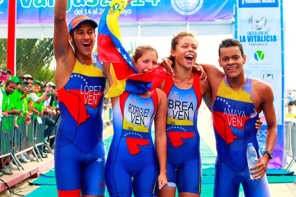 The Venezuelan triathlon team won gold (Vargas.2014.org)