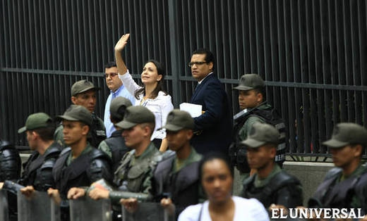 National Guard accompany Machado to the public ministry where she gave testimony yesterday (Vicente Correale)