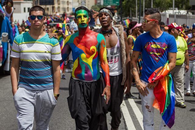 Venezuelans march in the 14th annual Pride Parade in Caracas. (MIGUEL GUTIÉRREZ / EFE)