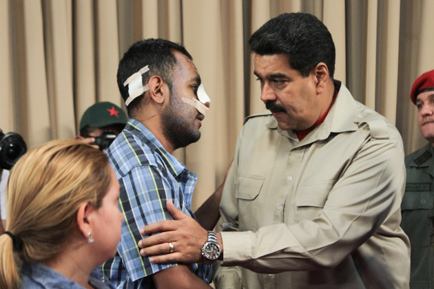 Nine days after the attack, President Maduro greets Munñoz and urges him to join the anti-fascist Movement for Peace and Life (noticias24.com)