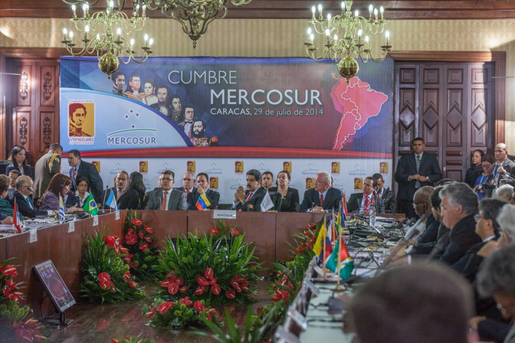 Venezuela handed over the pro tempore presidency of the Mercosur commercial bloc to Argentina on Tuesday during the 46th presidential Mercosur summit in Caracas. (AVN)