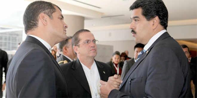 Ecuadorian president Rafael Correa (left) with foreign minister Ricardo Patiño and Nicolas Maduro. (AVN)