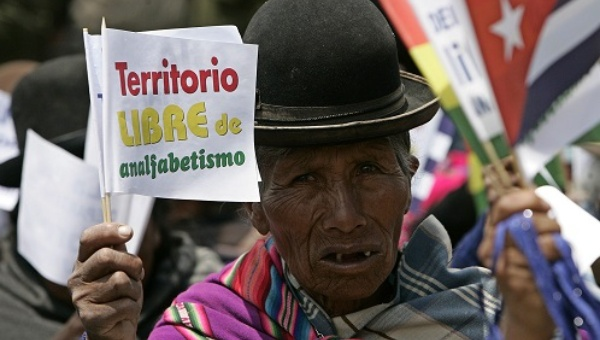 "An Aymara woman holds a banner that reads ""Territory free of Illiteracy"" when the department of La Paz was declared illiteracy-free. Bolivia, 2008 (Photo: EFE)"