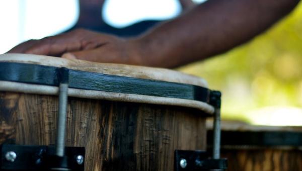 Nicolas Palacios explained that this drum takes less than a week to make (teleSUR/Rachael Boothroyd)