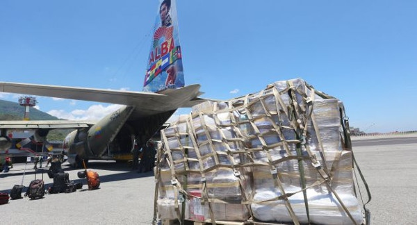 Venezuelan humanitarian aid being loaded onto plane at Maiquetia airport, Caracas (AVN)